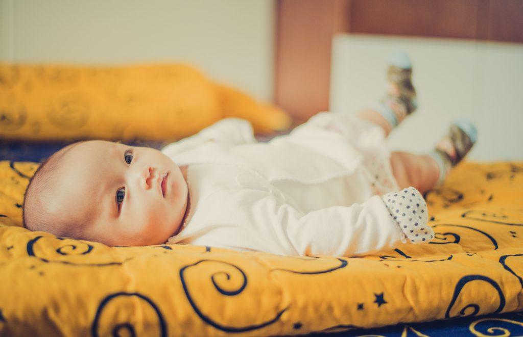 赤ちゃんとタオルケット